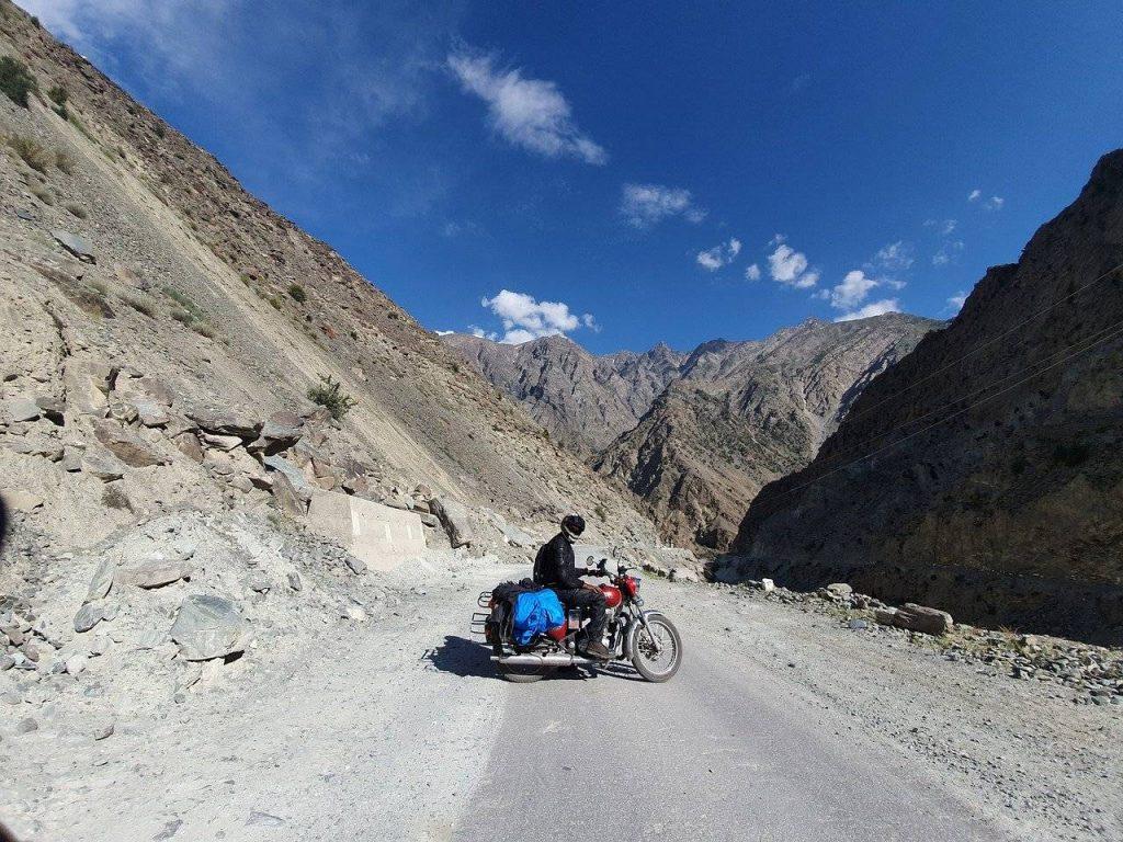 Man_riding_bike_higher_Altitude